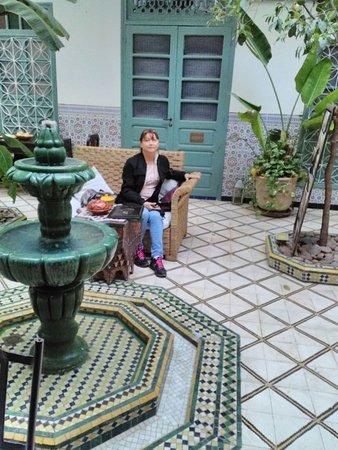 Riad Limouna: A mi opiñion este salon-comedor puede servir tambion como salon de actos y de negocios.