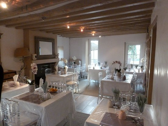 Pommeuse, Frankreich: the nice breakfast room