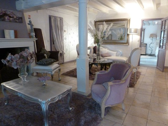 Pommeuse, Frankreich: the sitting room downstairs