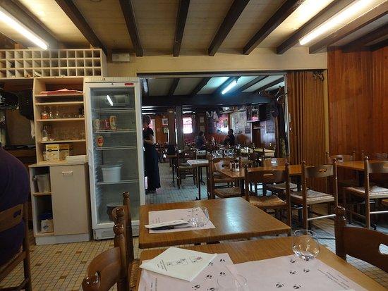 """Au bon coin aux pieds de cochon : Restaurant """"Au Bon Coin les Pied de Cochon"""", Peyrehorade (Landes, Nouvelle-Aquitaine), France."""