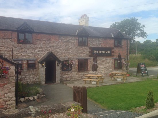 Oswestry, UK: a warm cosy country pub/restaurant in the beautiful village of treflach with stunning veiws