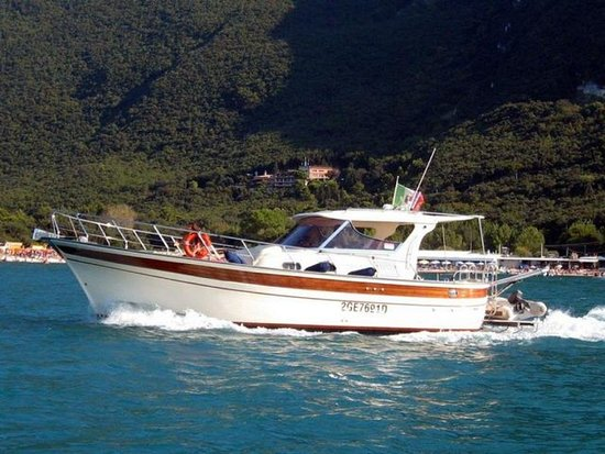 Piano di Sorrento, Italy: Relax on board of our beautiful boat. Discover with us the beauties of the Neapolitan Riviera