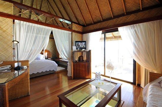 InterContinental Bora Bora Le Moana Resort: Overwater Bungalow interior