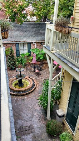 Andrew Jackson Hotel: looking down into the courtyard