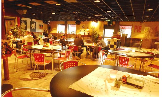 Hultsfred, Szwecja: Bord i restaurangen
