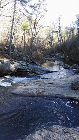 Buena Vista, VA: With my cell it was impossible to capture the falls as a whole, so these pictures are just parts