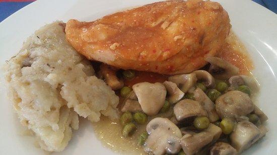 Atarfe, España: Pollo al ajillo.