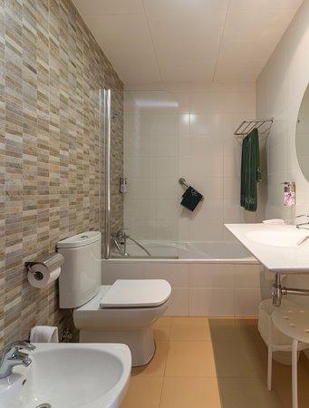 Cuarto de baños, con plato de ducha : fotografía de Balneario de ...