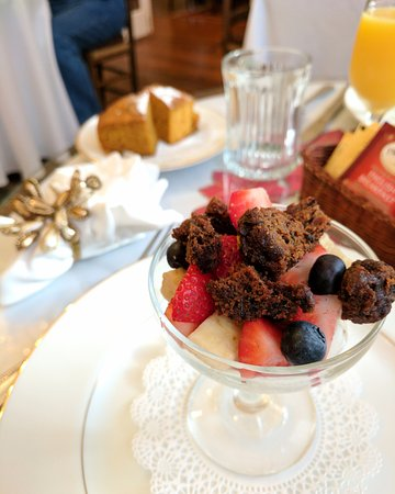 The Old Powder House Inn: Breakfast started off with a fruit parfait and a side of pumpkin bread. One of my favs!