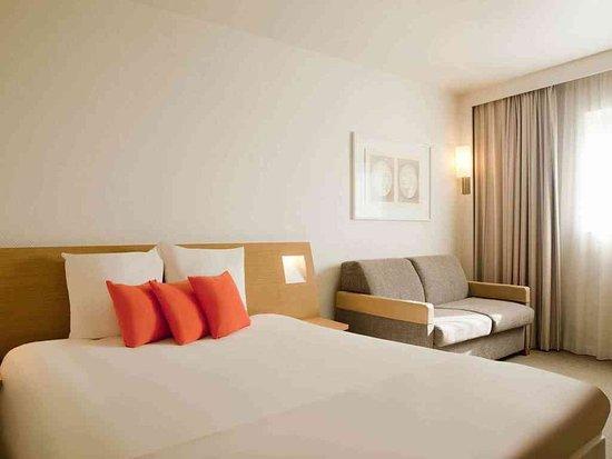 Saint-Quentin-en-Yvelines, France: Guest Room