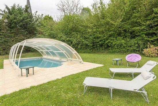 Beaumont Pied De Boeuf, Frankrike: piscine au calme et sans vis a vis.