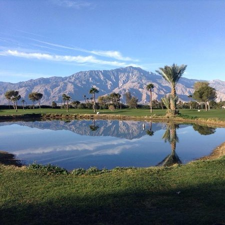 Sands Rv & Golf Resort: Mountain view from the golf course - which is also viewable fr the pool area.