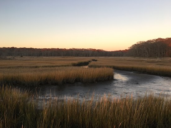 Pawcatuck, Коннектикут: Sunset over salt marshes