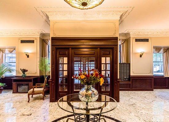 Dewitt Hotel & Suites: Main Lobby