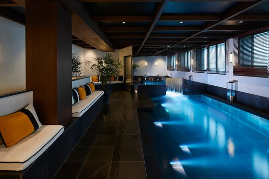 Pool steam room picture of le roch hotel spa paris for Hotel design paris spa