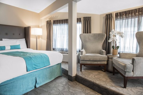Aqua Blue Hotel The Sleep Well On A Plush King Sized Bed With