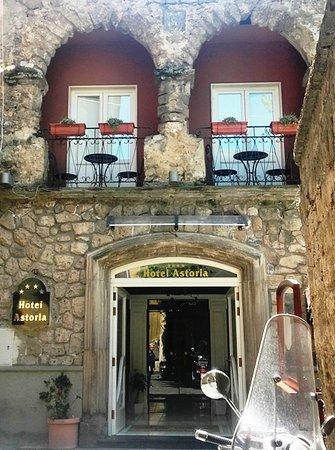 Astoria Hotel: acceso