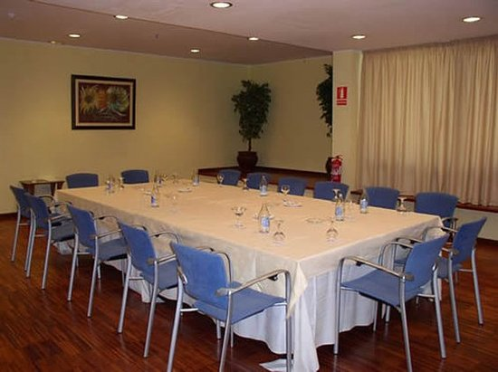 Hotel Escuela Santa Cruz: 502163 Meeting Room