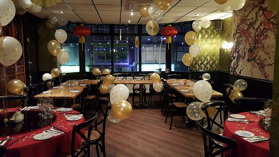 Michael Wan's Mandarin Cantonese Restaurant: Blossom Banquet Room set for Christmas party