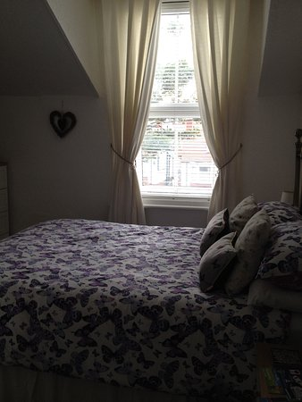 St Michael's Guest House : The room looks dark in the picture but wasn't