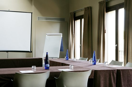 Qgat Restaurant, Events & Hotel: 692026 Meeting Room