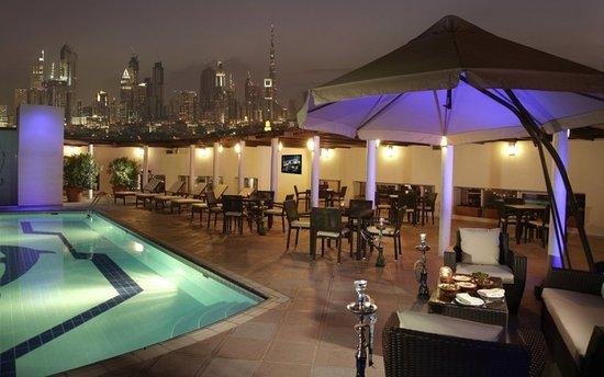 Jumeira Rotana: Rooftop Pool