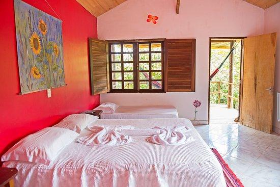 Pousada Sol da Chapada: Apartamentos com OI TV, internet, frigobar, ventilador, cama box e varanda com rede