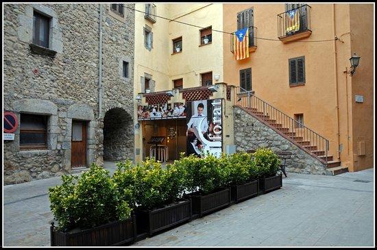 Macanet de Cabrenys, Spanien: Fachada y entrada al restaurante.