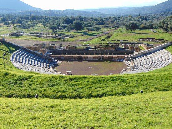 Messini, Grecja: ...το θέατρο στην αρχαία Ιθώμη