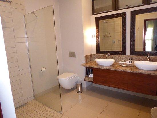 Ilala Lodge: bagno e doccia