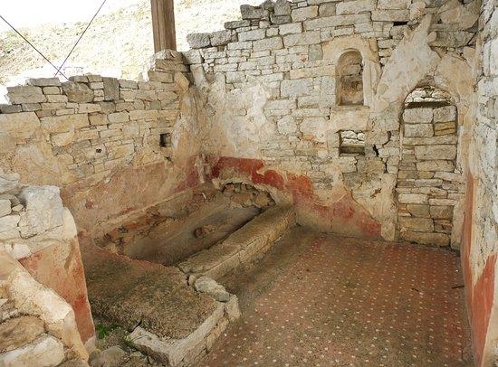 Particolare di un vano con la vasca da bagno foto di il teatro jaitas san giuseppe jato - Il bagno teatro ...