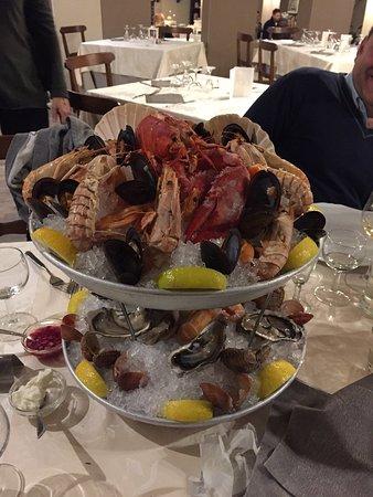 Cenerente, Italy: Cena a base di pesce crudo e cotti straordinaria. Grazie Poggio del sole! Mario, Mirco, Marco, P