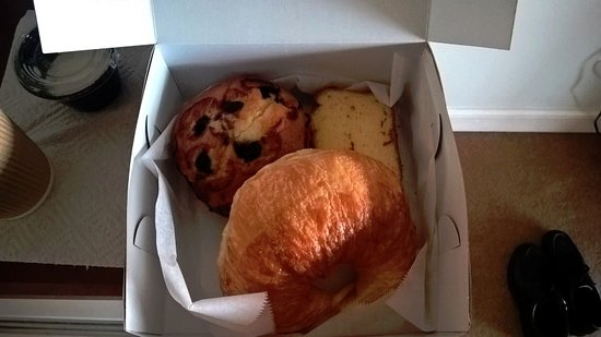 Inn at Camachee Harbor: Breakfast pastry box from the Inn