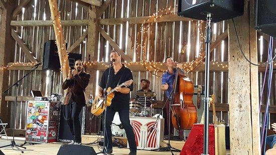 Mountain Village Farm B&B: Blues in the Barn - May to October
