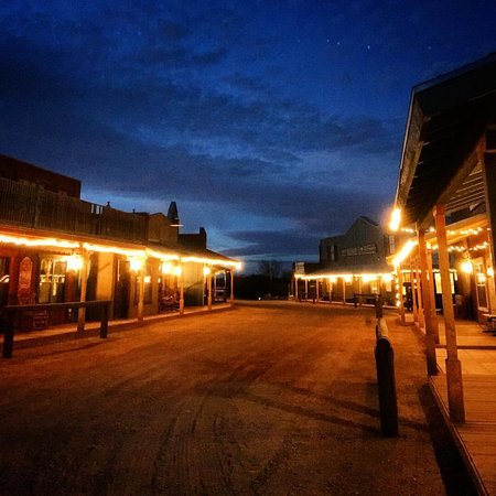 Tombstone Monument Ranch: The old town street for Christmas each room is on this street