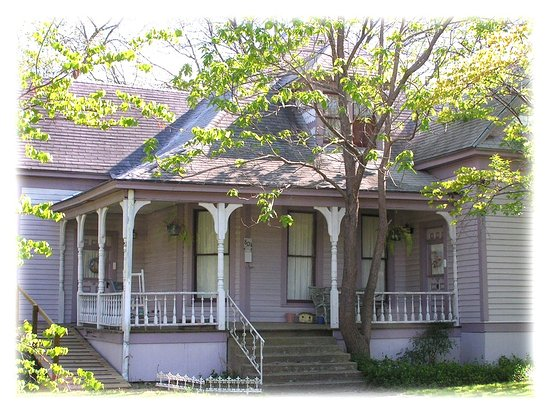 Bonham, TX: The Casual House is a separate house that can be rented for family gatherings, retreats, crafter