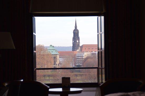 Maritim Hotel Dresden: sembrava avere un quadro alla parete da mirare tutto il tempo.