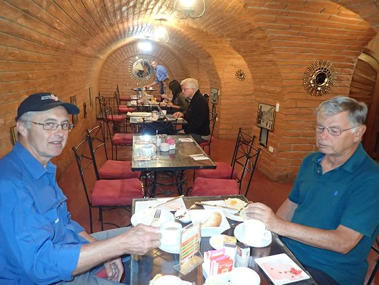 Hotel San Francisco de Quito: tunnel turned breakfast eating room