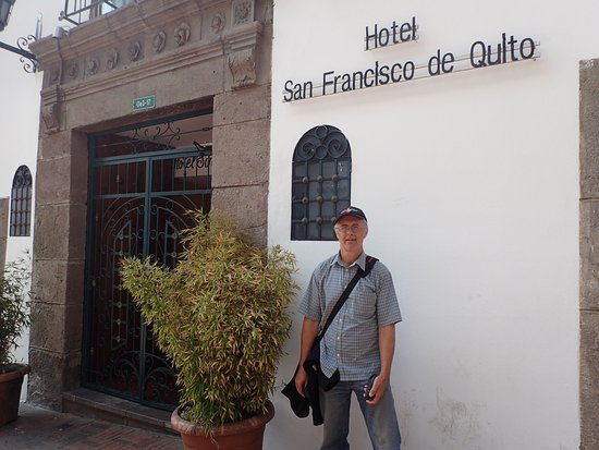 Hotel San Francisco de Quito: street view from Sucre