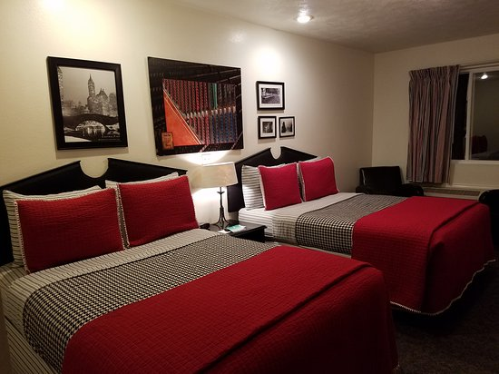 Wamego, KS: The newly redecorated rooms are quite inviting.