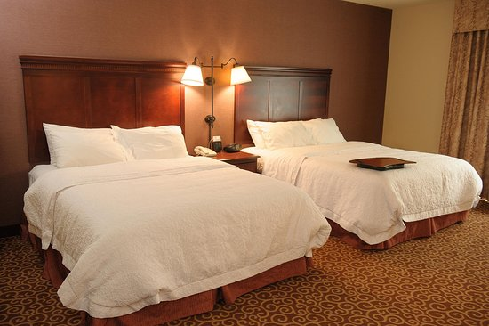 Brookings, SD: 2 Queen Accessible Mobility and Hearing Room with Bathtub