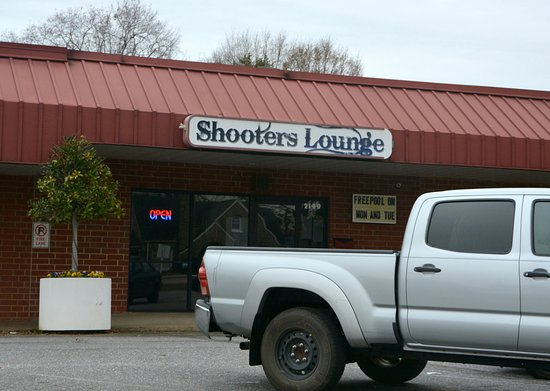 Shooters Lounge