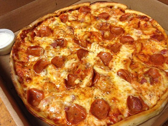 Grimsby, Canada : New Jersey Style Pepperoni Pizza Hand Made and made Fresh to Order