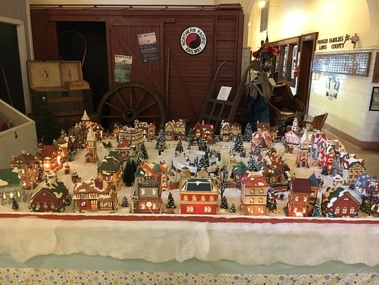 Lewis County Historical Museum: Christmas house display