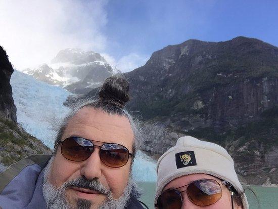 Agunsa Patagonia: con el Glaciar de fondo