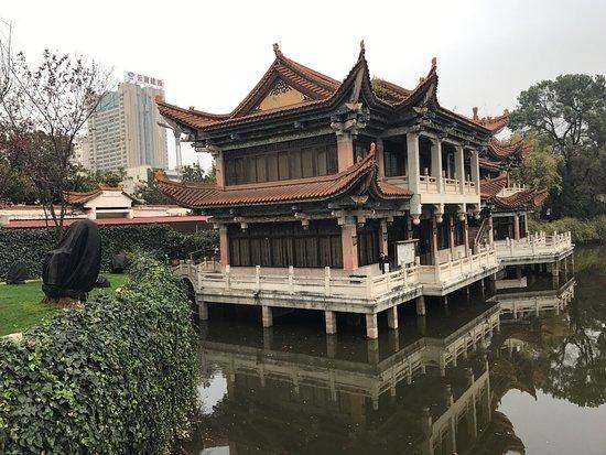 Yunnan Zhenzhuang Guest House