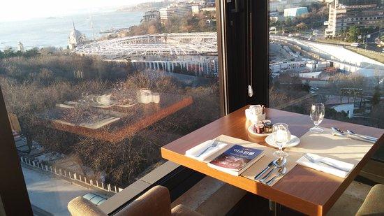 Hilton ParkSA Istanbul: 조식당에서의 조망