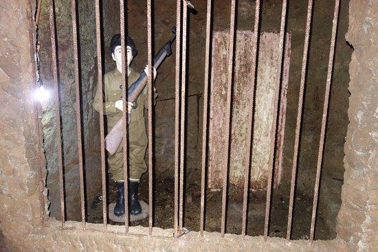 Давао, Филиппины: 牢屋の中に銃を持った兵士が・・・