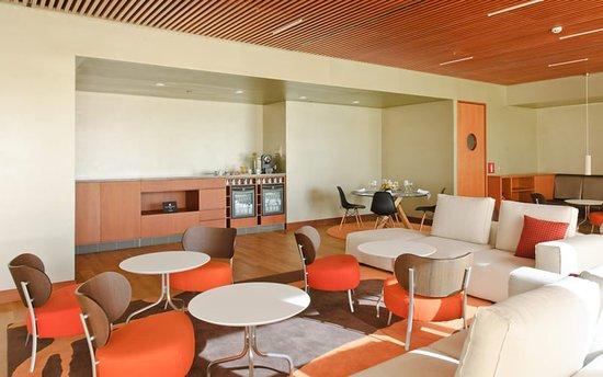 Hotel Reina Petronila: 654042 Bar/Lounge