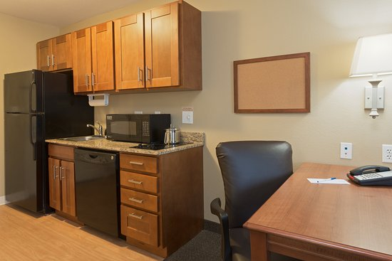 Candlewood Suites Tallahassee: Handicap Suite Kitchen